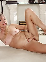 Blonde cougar Lisa Cognee plays with her older twat